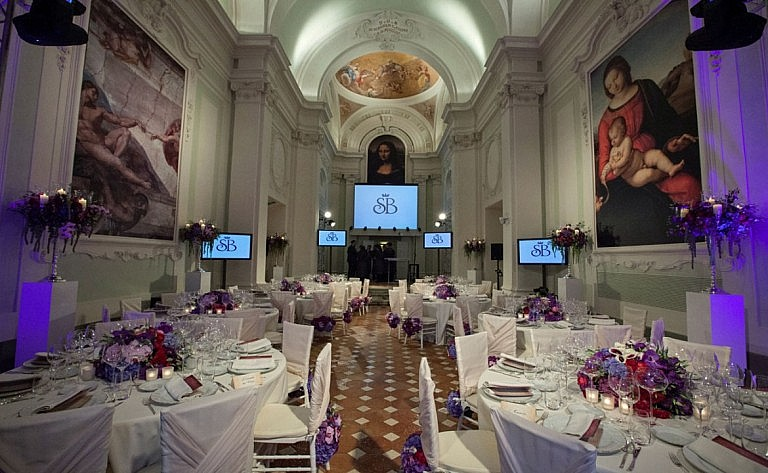 Restaurant for weddings in frescoed noble rooms in Italy