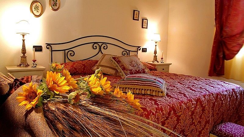 Romantic bedrooms by a thermal center in Tuscany