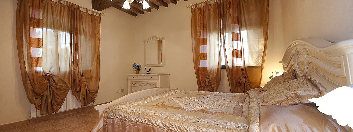 Beige bedroom at Tuscan holiday farmhouse