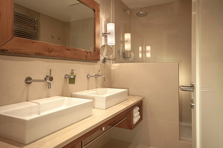 Large and comfortable bathroom in suite