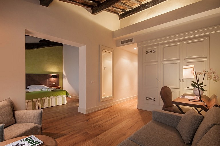 Elegance and Tuscan rustic style in boutique hotel