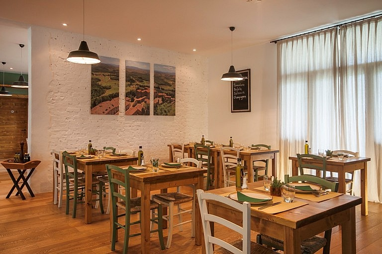 Small local restaurant in Tuscan golf resort