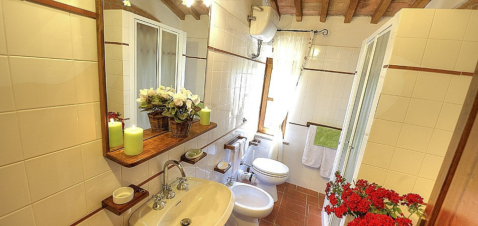 Units with private bathroom for family holidays in Tuscany