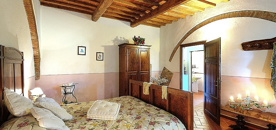 Elegant double bedrooms in Tuscany