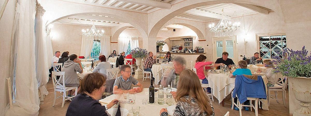 Elegant restaurant near San Vincenzo