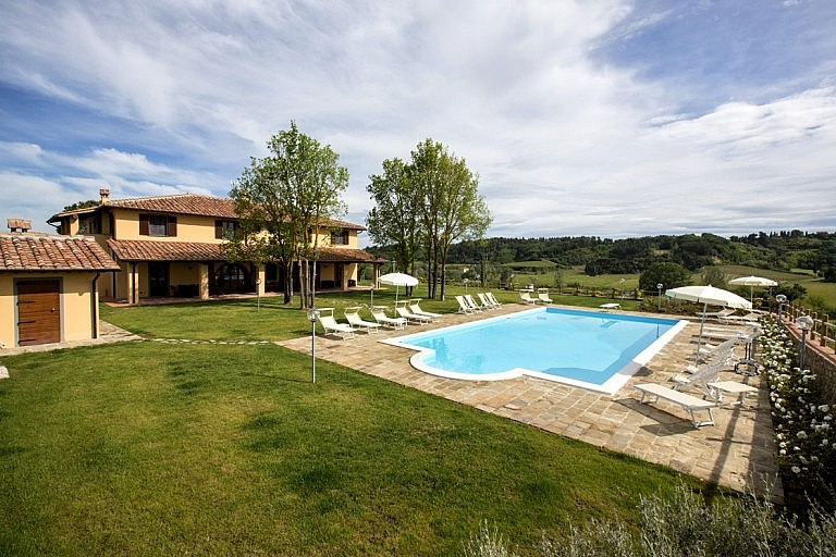 Villa and panoramic pool in Tuscan wine estate