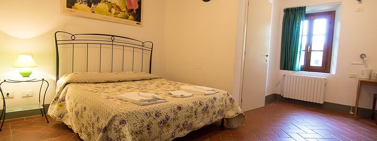 Clean and simple double rooms with breakfast in small village