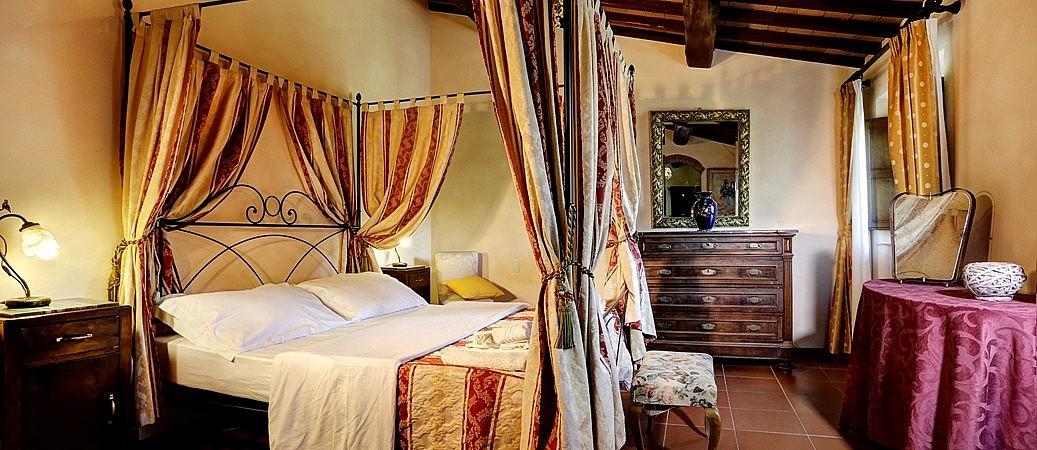 A bedroom for lover in the chianti classico region