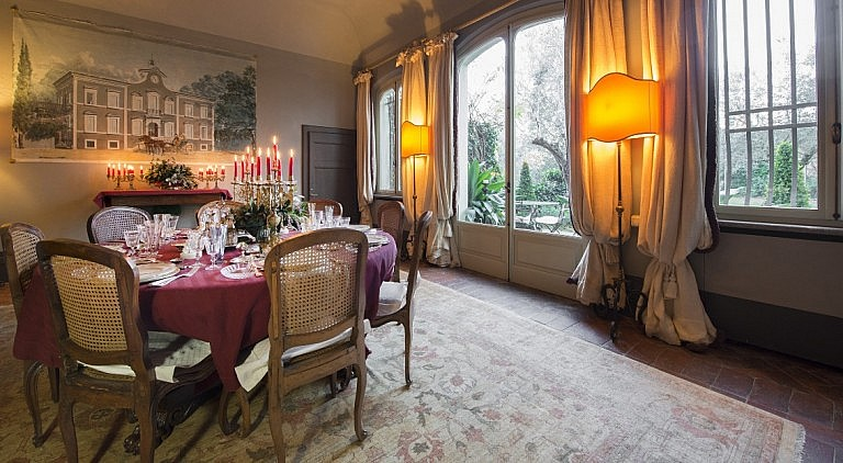 Charming dining room in villa with garden and jacuzz