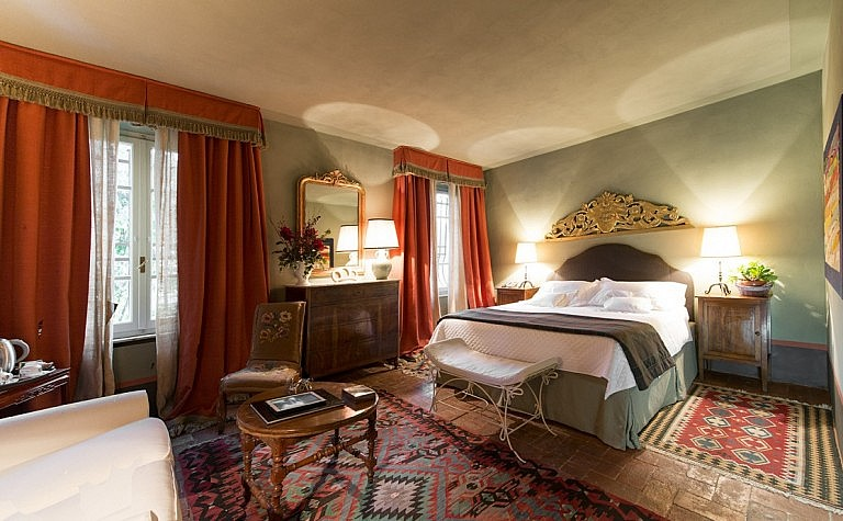 Elegant suite in small hotel de charme in Tuscany