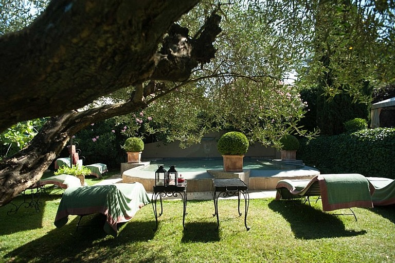 Pool in the private garden of a luxury villa in Capannoli