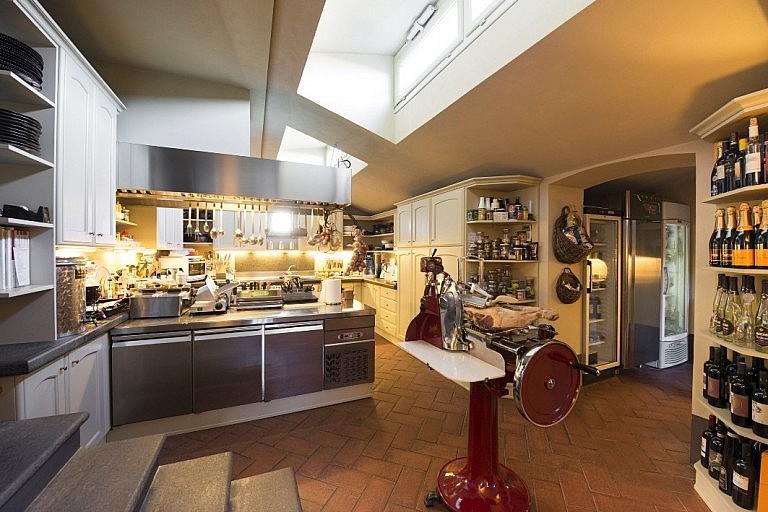 Small private restaurant in hotel de charme near Pisa
