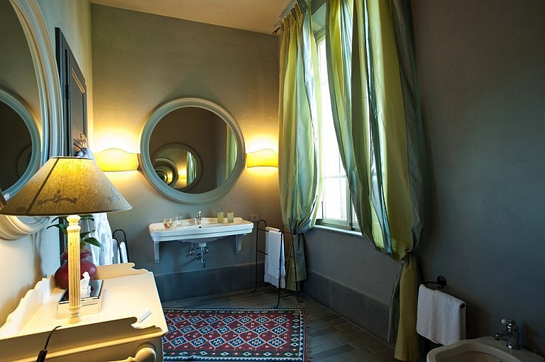 Bedrooms en-suite in Relais de Charme in Tuscany