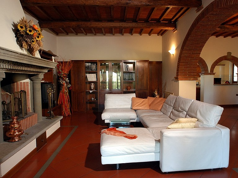 Beautiful country chalet with large sitting room and fireplace