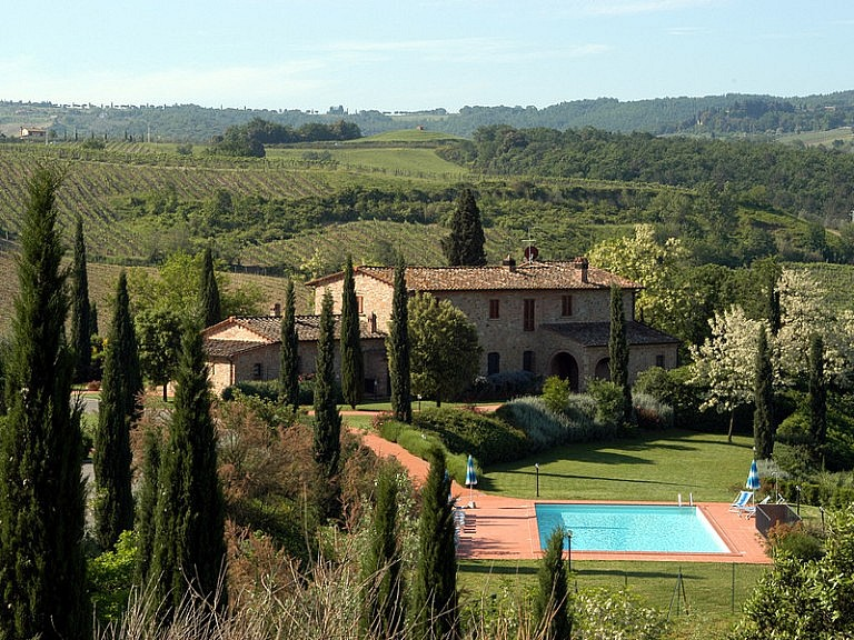 Typical Tuscan country chalets with pool in agricultural district