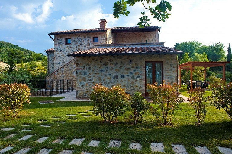 Stone and brick country cottages for rental in Tuscany