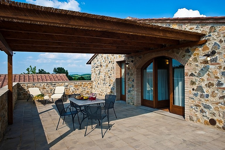 Units with private sheltered terrace in Tuscan country residence