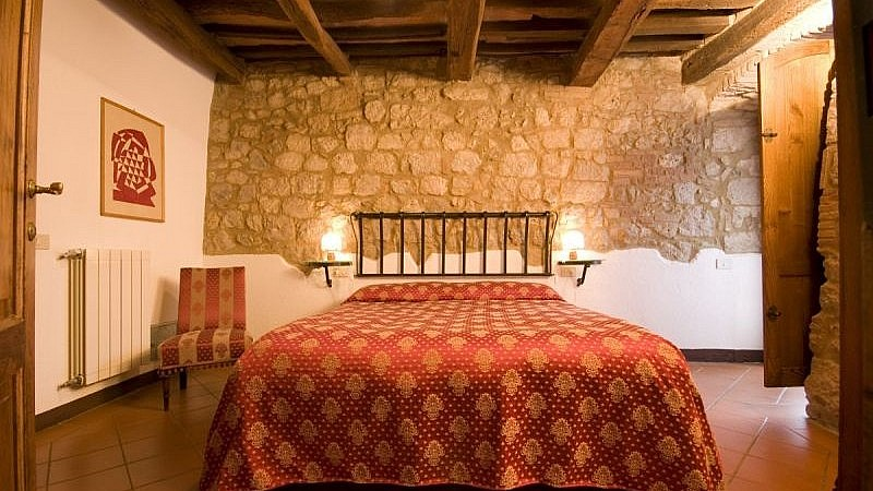 Welcoming agriturismo double bedroom