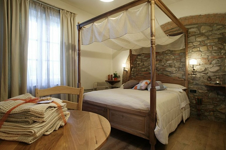 Elegant bedroom in luxury agriturismo in Suveret