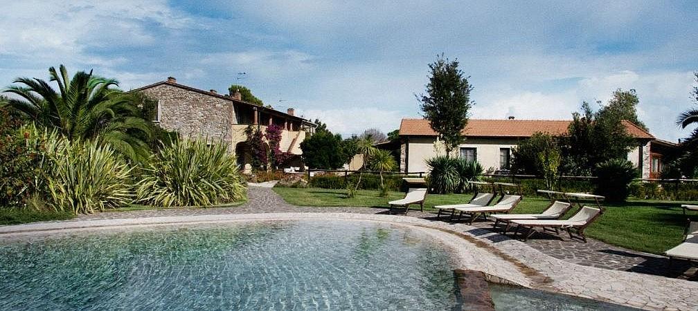 Extensive pool at an agriturismo near Campiglia Marittina