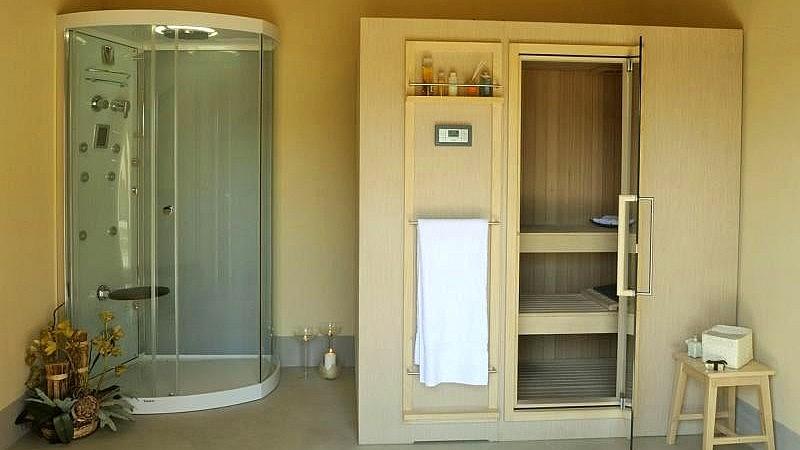 Sauna and jacuzzi shower in luxury resort near San Miniato