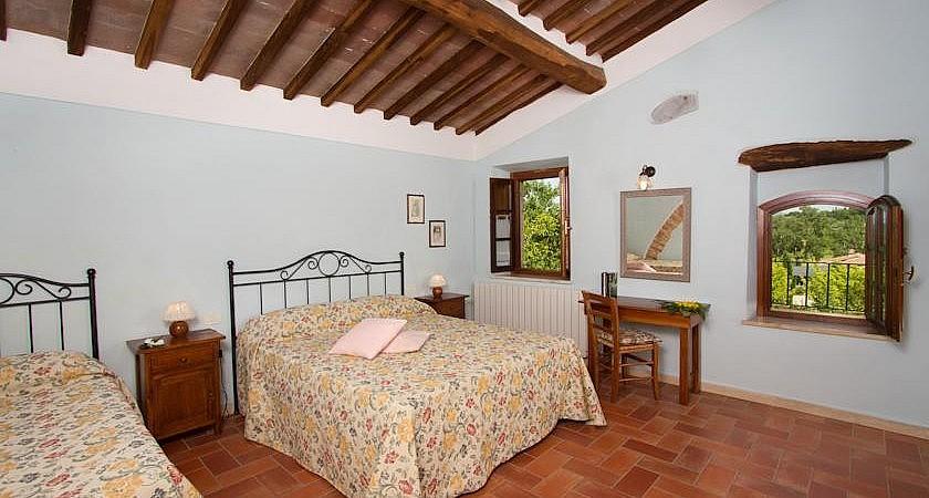Triple bedroom for family holidays near Siena