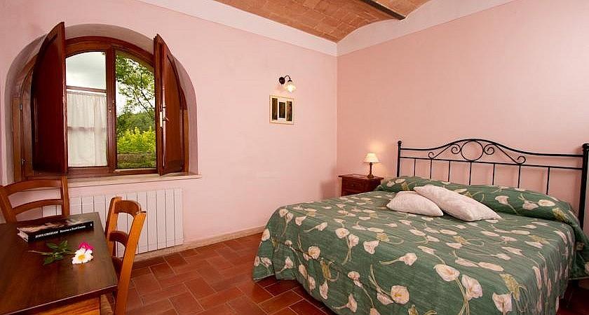 Double bedroom in holiday resort near San Gimignano