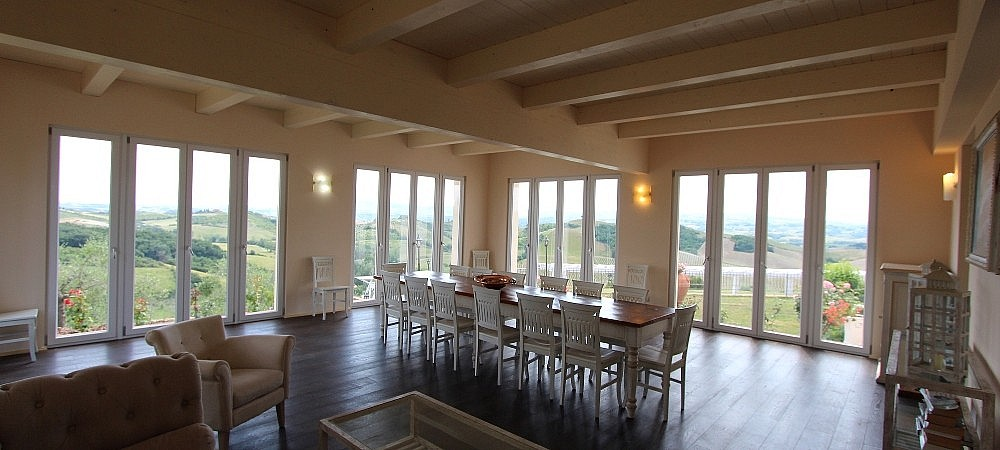 Large panoramic veranda over Tuscan vineyards