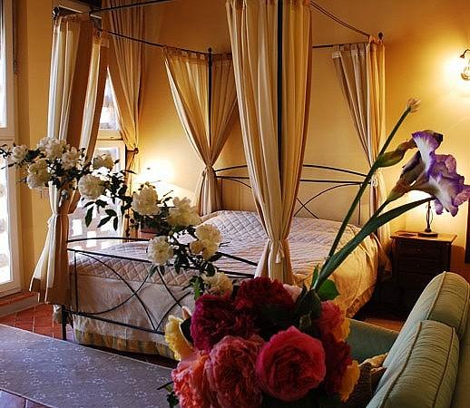 Elegant double bedroom in country resort near Pisa