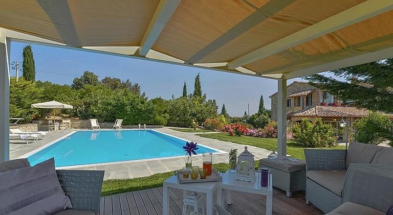 Poolside gazebo in luxury property for groups