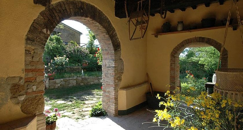 Country cottage with garden in Colle Valdelsa