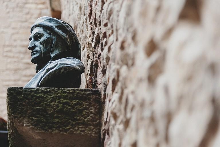 Dante's bronze statue in Florence