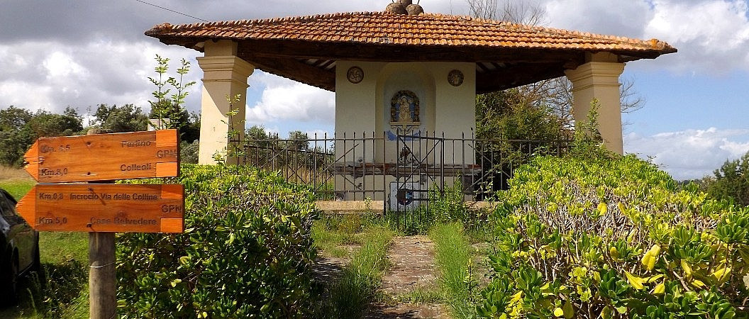A little image of the virgin in the Tuscan countryside