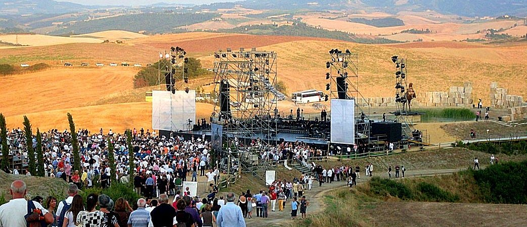 People arriving to Teatro del Silenzio for the concert of Andrea Bocelli