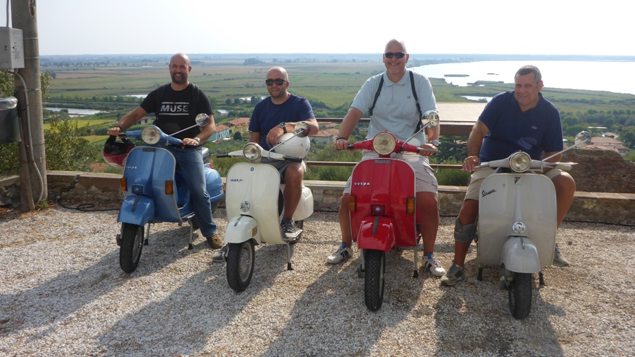 Private vintage vespa tours in Tuscany