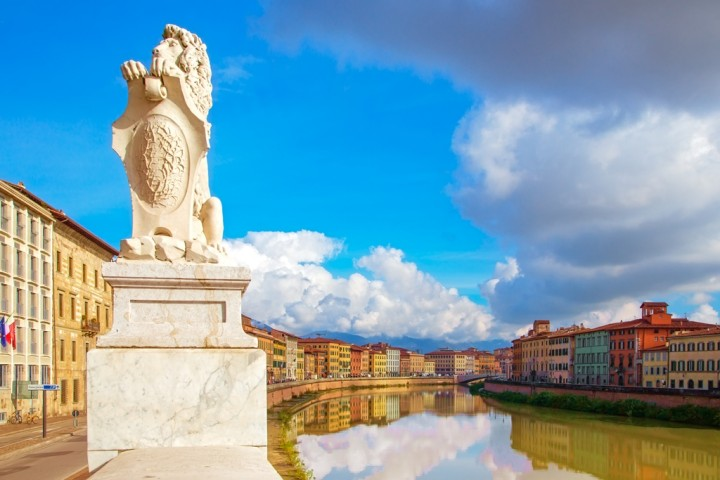 Lovely curvey Lungarno in Pisa
