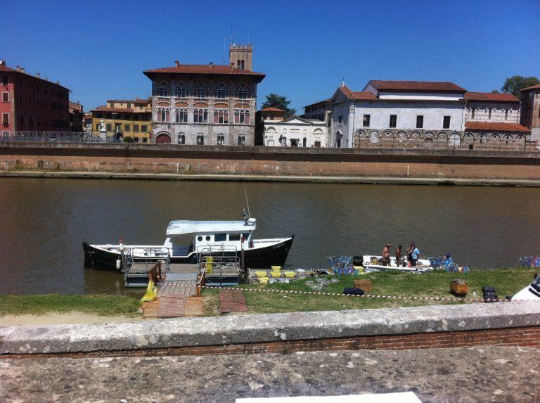 Boat mini-cruises along the Arno