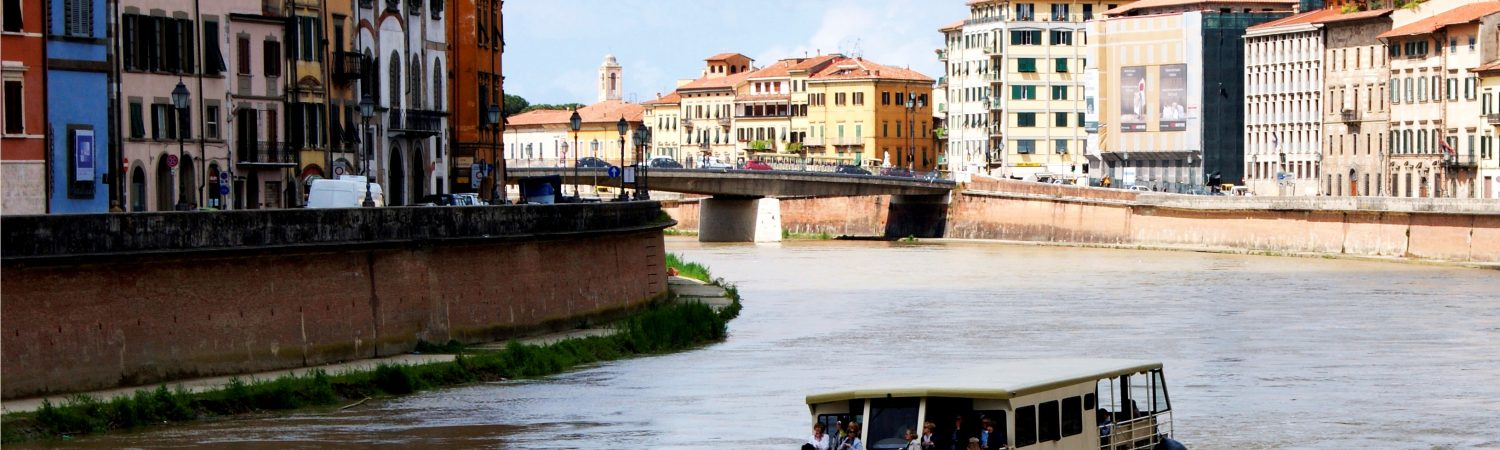 Mini-cruises along the Arno river in Pisa