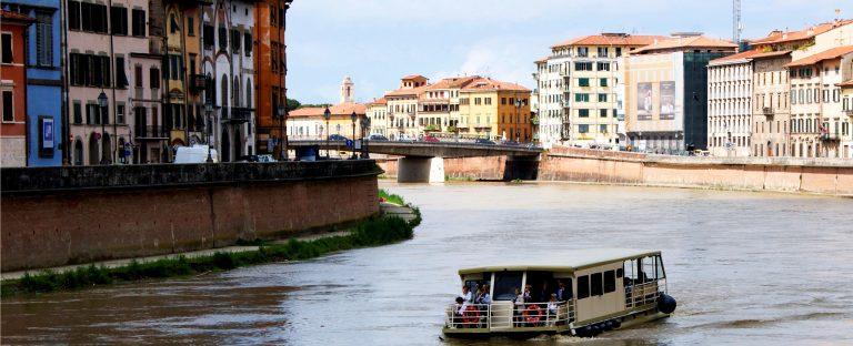 Mini-cruises along the Arno river in Pisa
