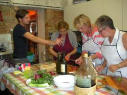 Luca and the guests of our class in the kitchen