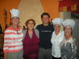 Ester & Luca and our guests at a cooking class