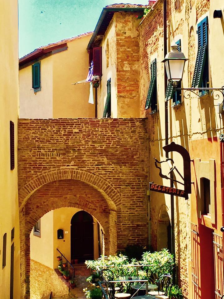 A corner in the village of Lari