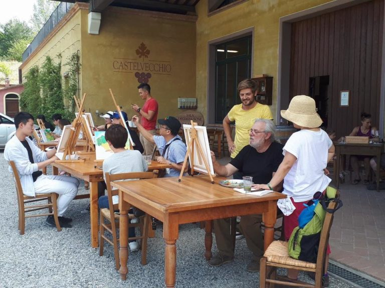 A moment of our painting class for a small group in Tuscany