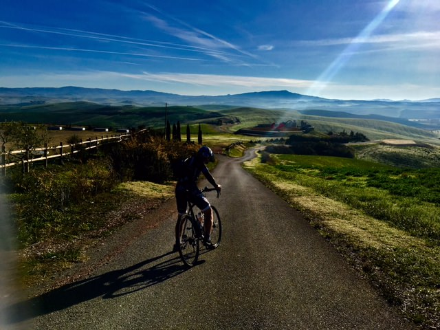 Alternative non-trafficated e-biking routes in the rural Tuscany