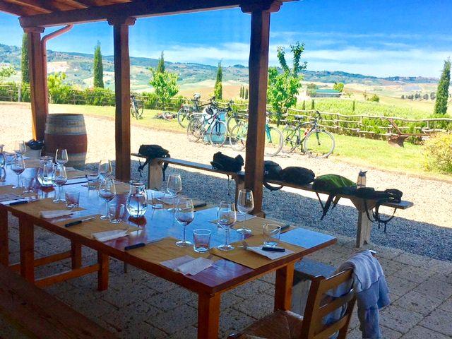 Pick-nick at a Tuscan winery on a biking day