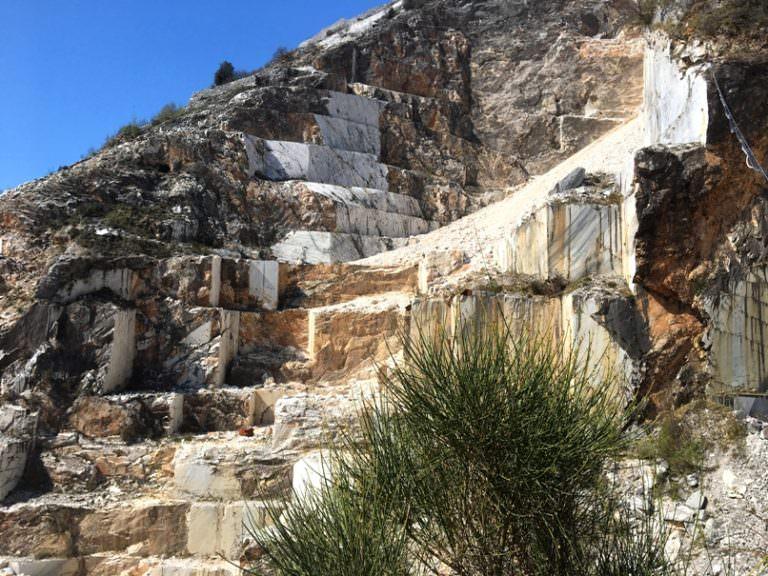 Cracked marble near Colonnata