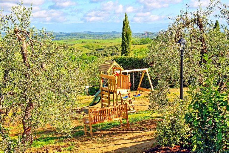 Villa for families with children in Tuscany
