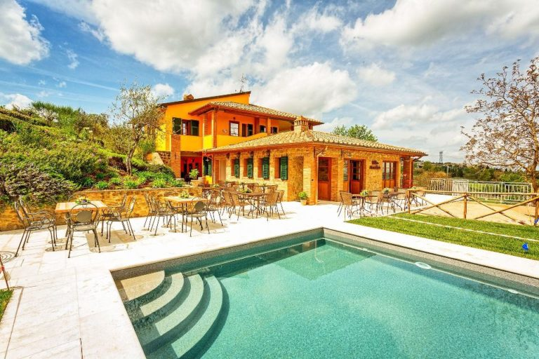 Villa with pool within walking distance from a town
