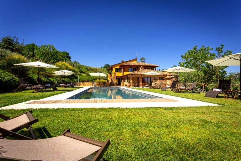 Villa & pool with 6 bedrooms