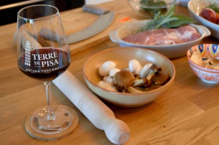 Cooking together with a local Tuscan live